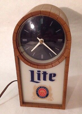 Vintage 1986 Miller Lite Beer Wood Grain Bar Light Clock Dome Top Tested Works