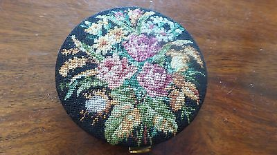 Vintage embroidered compact for foundation powder new/unused