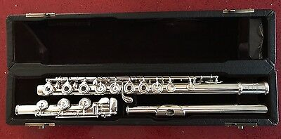 Yamaha YFL-581 (684) SOLID SILVER OPEN-HOLE FLUTE - B-FOOT - SUPERB CONDITION