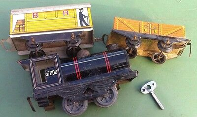Hornby 0 Gauge Clockwork with keyTrain 67000 And Two Goods Wagons