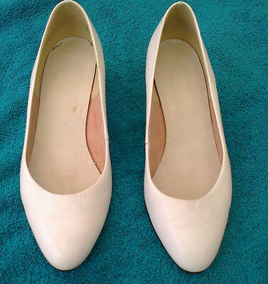 vintage white leather court shoes size 4
