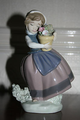 Lladro Figurine Girl with Basket of Flowers