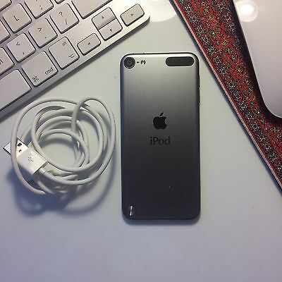 IPod Touch 5th Generation 64GB Silver / Black
