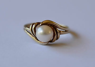 Fine 9ct gold cultured pearl ring - perfect for a wedding