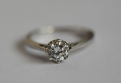 Gorgeous 9ct white gold 0.5carat cubic zirconia solitaire engagement ring