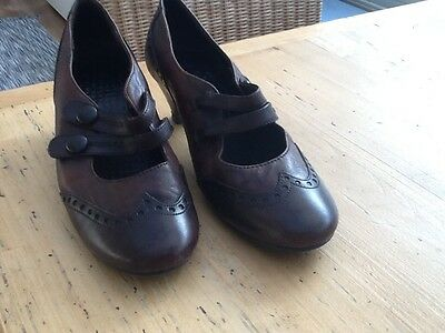 Mary Jane style brown leather bar  shoes size 4 Kitten heel