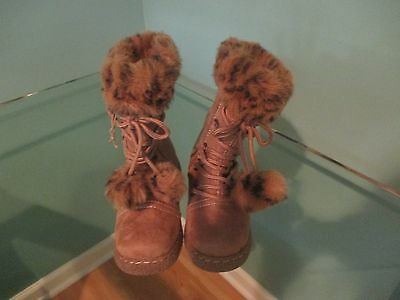 Kids girl Size 9 1/2 by Smartfit, Beige suede, Very good condition!