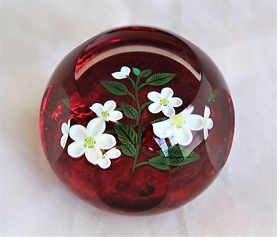 Perthshire Paperweight PPCC Colectors Club white flower bouquet faceted glass