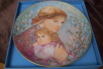 Edna Hibel Mother's Day 1986 'Emily & Jennifer' - Knowles Plate w/box COA #5911B