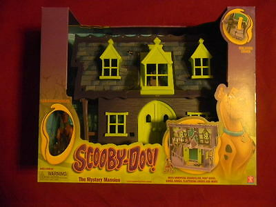 Scooby Doo Mystery Mansion Playset & Scooby Action Figure BONUS Scooby Plushy