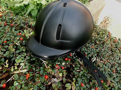 HARD SHELL PLASTIC RIDING HAT (SIZE 48-54cm) - BLACK - EXCELLENT CONDITION