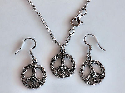 Silver Pewter FLOWER PEACE SIGN necklace & earrings  NEW  Never Worn Very NICE!!