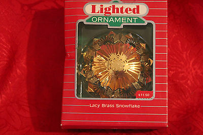 L Vintage Hallmark Ornament /1987 Lighted Lacy Brass Snowflake