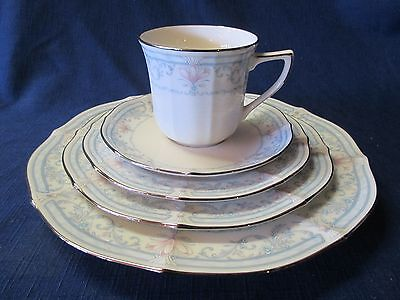 NORITAKE CROWN FLOWER Bone China 5 Piece PLACE SETTING #7324 Great Condition