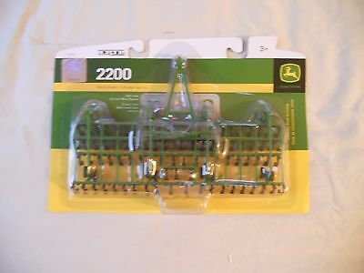 Ertl Farm Country Toy John Deere 220 Field Cultivator Implement MIP 1/64 Tractor