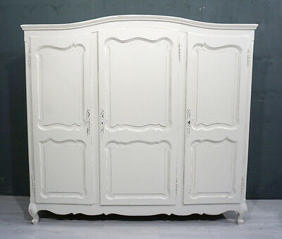 French Shabby Chic Wardrobe / Armoire (BR74)