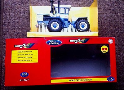 Britains Model Ford FW30 Tractor boxed 1:32 scale 42107