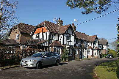 Gatwick Airport parking and b&b. Parking at £2 or £3 per day.