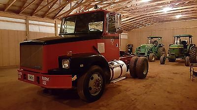 1995 WhiteGMC Volvo Day Cab Semi Truck