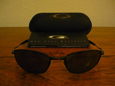 Oakley Whisper Sunglasses with Oakley Soft Vault Case