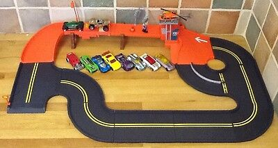 Mattel Road Play Set Filling Station With Launcher + Free Hot Wheels Vehicles
