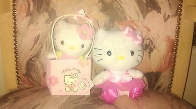 "Peluches ""Hello, Kitty "" : adorable duo ."