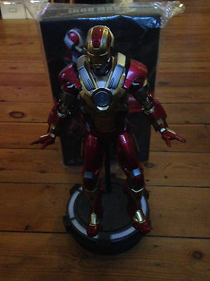 Figurine Hot Toys 1/6 MMS212 - Iron Man Mark XVII Heartbreaker - Très bon état