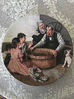 """1994 """"Halloween Frolic"""" Norman Rockwell Heritage Collector Plate #267B (23)"""