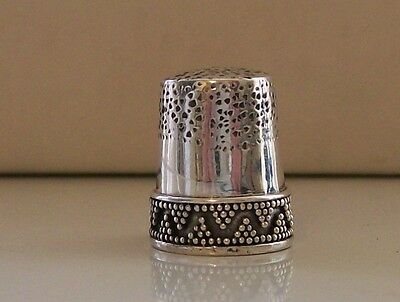 Lovely White Metal/ Silver (?) Thimble with Decorative Border