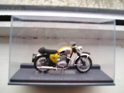 BSA LIGHTNING 650cc  1965 IXO MUSEUM  MODELS 1/24 SCALE IN MINT CONDITION