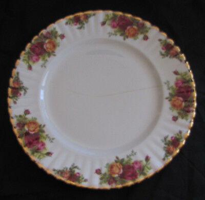 ROYAL ALBERT Old Country Roses1962 26.5cm Dinner plate Dining (With crack)