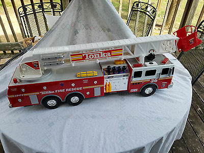 Funrise/Tonka Fire Truck Hook & Ladder battery operated 2000 32 in w/Fire Chief