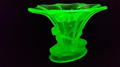 """Large Art Deco Uranium Green Part Frosted Walther & Sohne """"Windsor"""" Glass Vase"""
