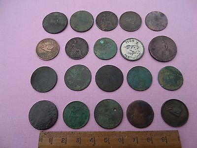 20 assorted  farthings  (219)