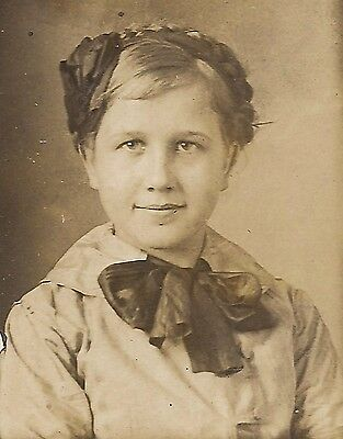 OLD VINTAGE ANTIQUE SMALL CABINET CARD PHOTO CUTE YOUNG GIRL w/ NICE COMBED HAIR