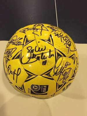 Select soccer ball signed by Cruzeiro (Brazil) players