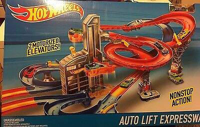 Hot Wheels City Auto Lift Expressway Massive Playset Racing Car Track Builder