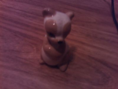 szeiler white & tan bear figurine damaged