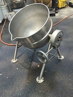 Hubbert Stainless Steel 30 Gallon Steam Kettle Model TK-2