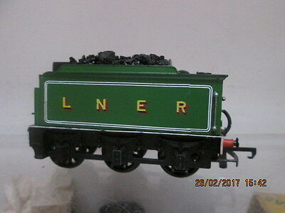 HORNBY R39 G.E AREA SHORT TENDER IN L.N.E.R GREEN LIVERY ( Re-paint )