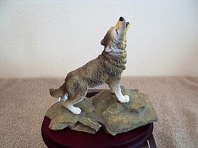 "Gray Wolf Howling Figurine Resin 6.75"" High - Highly Detailed on Wooden Base"