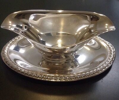 Vintage Wm Rogers Silverplate Gravy Boat With Attached Underplate