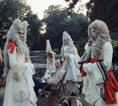 Hugh Fraser UNSIGNED photo - H6008 - The Draughtsman's Contract