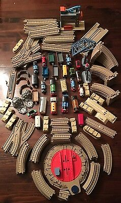 LOT OF 142 THOMAS THE TRAIN 24 ENGINES, CARS, 100 Plastic TRACKs, 18 accessories