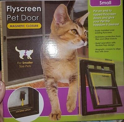 Flyscreen pet door magnetic -small size- new unopened