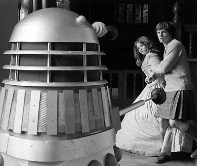 Deborah Watling and Frazer Hines UNSIGNED photo - H7228 - Doctor Who