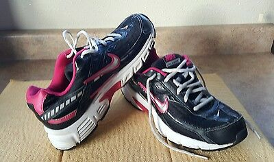 Women's NIKE INITIATOR Running ATHLETIC SHOES Sz 9 M Black & Hot Pink