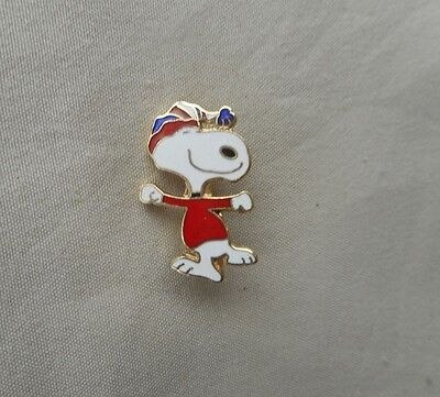 Vintage Peanuts Snoopy in Ski Hat  Lapel Pin Hat Pin United Feature FREE SHIPPNG