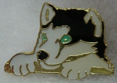 Husky dog face green eyes lapel pin Black and White New