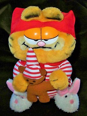 GARFIELD The Night Before Plush Toy Rabbit Slippers Striped Nightshirt 1981